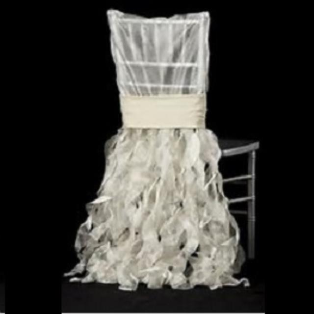 Where to find Linen Chair Cover Chiavari Curly White in Naples